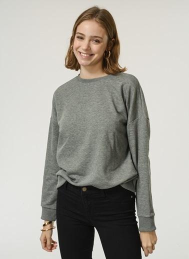 NGSTYLE NGSTYLE Kadın O Yaka Uzun Kollu Basic Sweatshirt Gri
